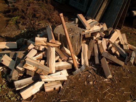 ログ端材を薪に